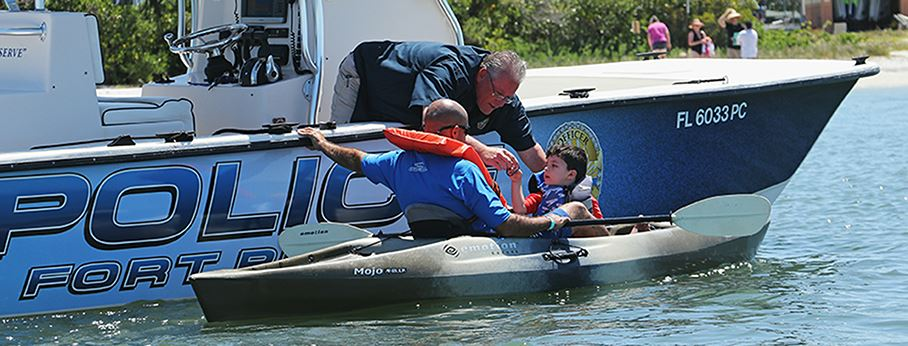 FPPD boat and officer assisting paddle boat